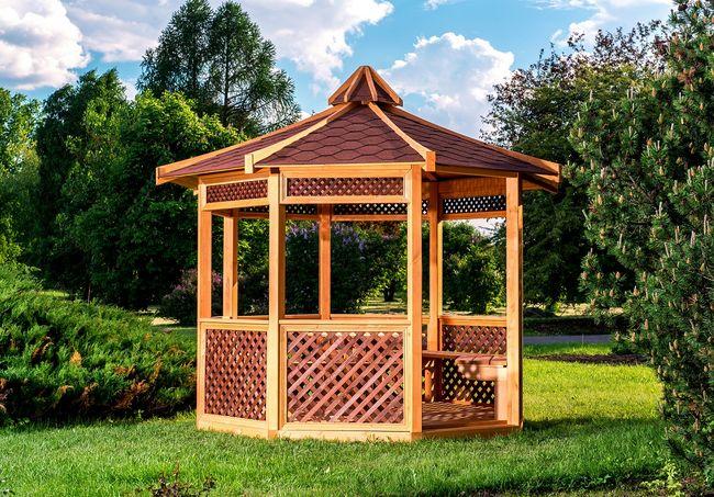 Drewniana altana ogrodowa