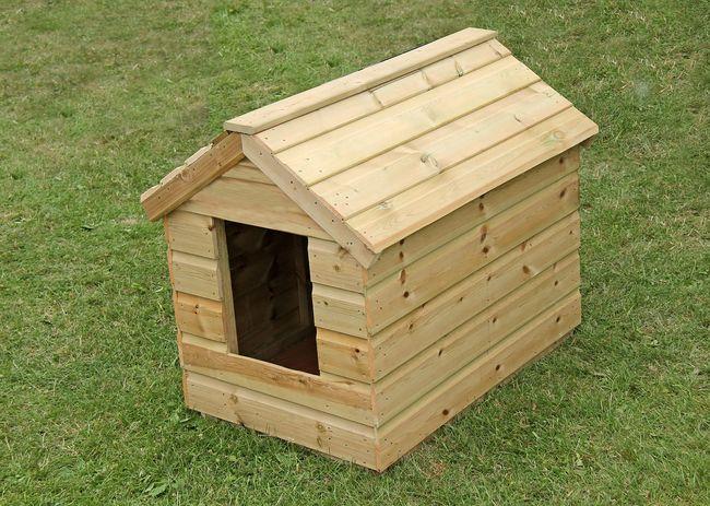 Drewniana buda dla psa