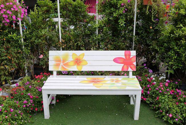 Zdobiona ławka ogrodowa