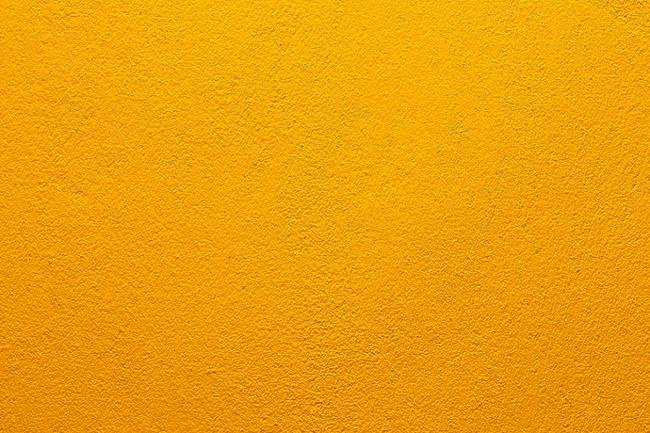Beton pomalowany na pomarańczowo