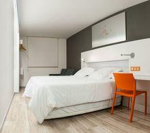 Ściany sypialni w dwóch kolorach