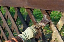 Malowanie ogrodzenia z drewna
