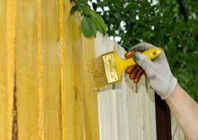 Malowanie płotu drewnianego