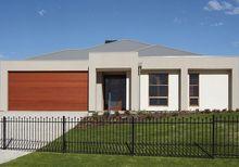 Subtelne ogrodzenie domu w stylu nowoczesnym