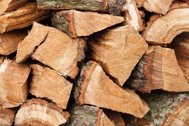 Drewno kominkowe o wysokiej wartości opałowej