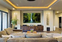 Oświetlenie sufitu podwieszanego w salonie