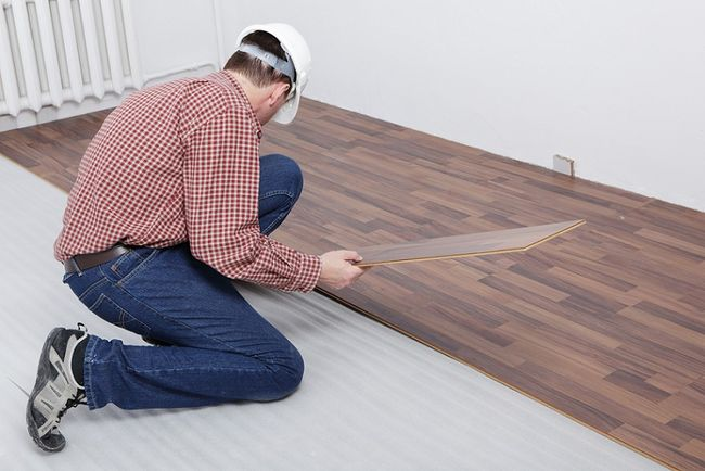 Układanie paneli laminowanych