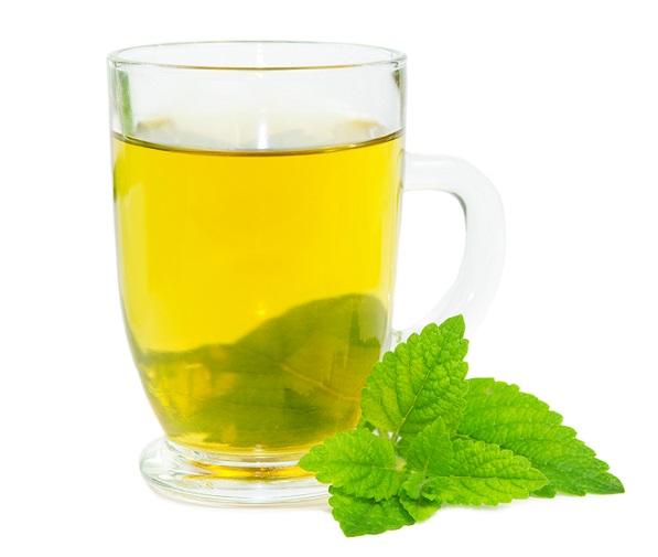 Uspokajająca herbatka z melisy