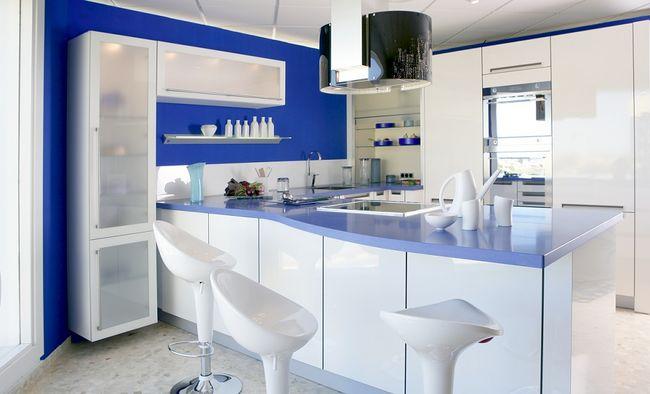 Kuchnia w kolorze bia ym i niebieskim for W and p design