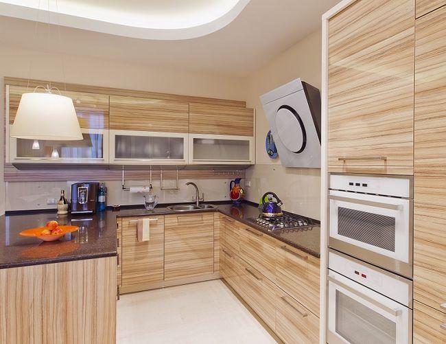 Praktyczna aranżacja małej kuchni -> Aranżacja Kuchni Z Niskim Oknem