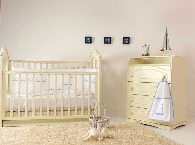 Komoda i łóżeczko dla niemowlaka