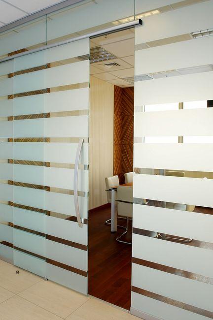Drzwi szklane w biurze
