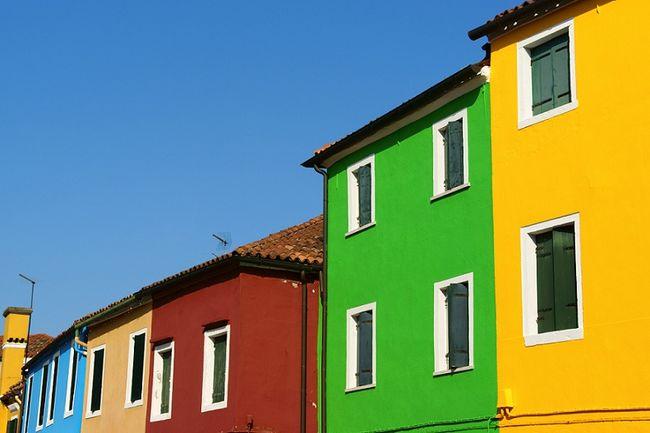 Kolorowe elewacje domów