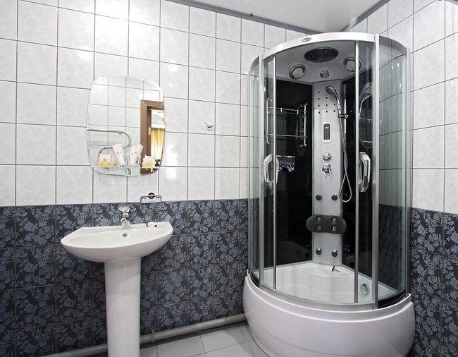 Kabina prysznicowa z hydromasażem.