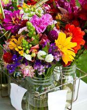 Ogrodowe kwiaty cięte w wazonie