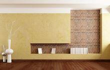 Tynk kontrastujący z ceglaną ścianą