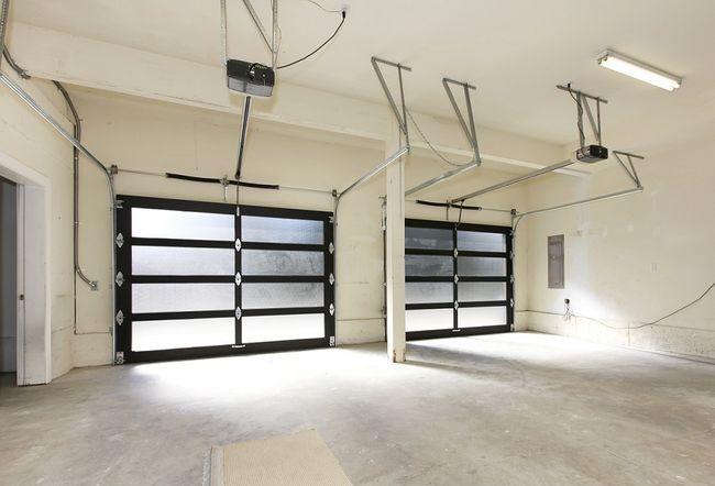 Wnętrze garażu dwustanowiskowego
