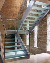Wewnętrzne schody szklane