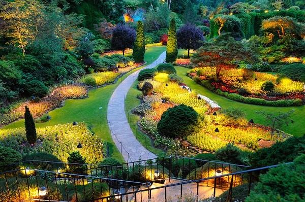 plantas e jardins ornamentais:Oświetlenie ogrodu – nowoczesne lampy ogrodowe