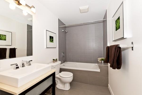 Wąska łazienka - jak ją praktycznie i efektownie urządzić?