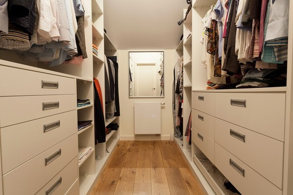 Маленькие гардеробные комнаты из кладовки фото