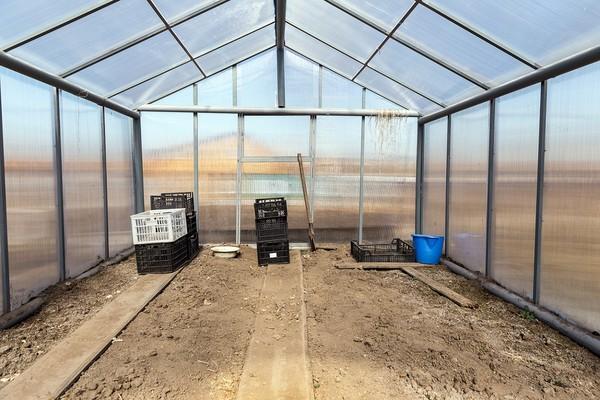Властивості полікарбонату и будівництво теплиць