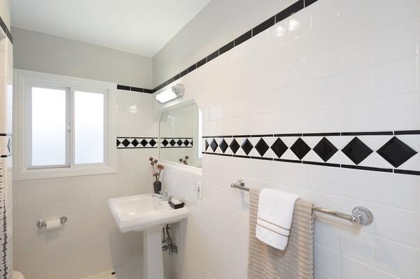 Białe płytki łazienkowe - doskonałe do nowoczesnej łazienki