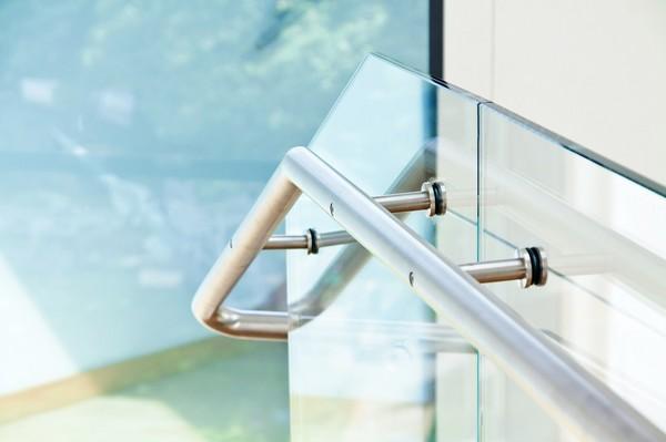 Zobacz, jaką wybrać wysokość balustrady schodowej