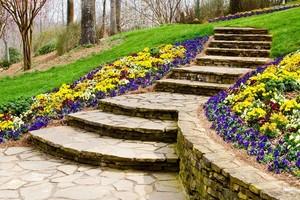 Jakie schody do ogrodu warto wybrać? Odpowiadamy!